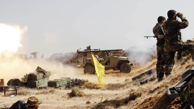 Các chiến binh người Shite Iraq đang bắn DKZ