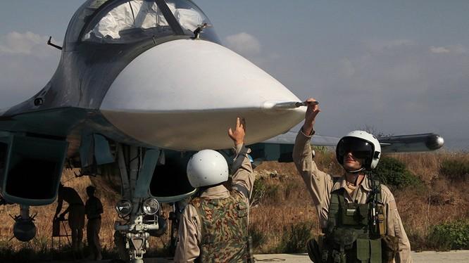 """""""Vịt con"""" Su-34 lại có thêm vũ khí mới"""