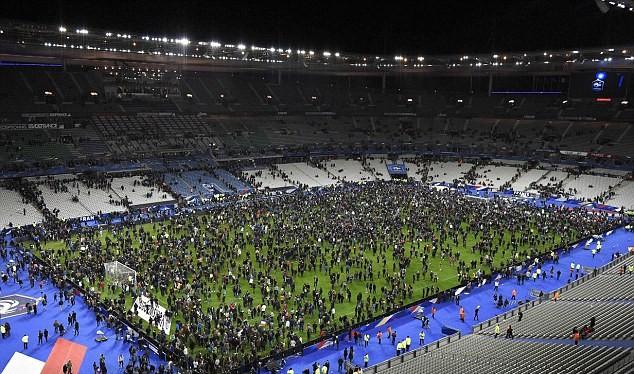 Những khoảnh khắc hãi hùng vụ tấn công đẫm máu tại Paris