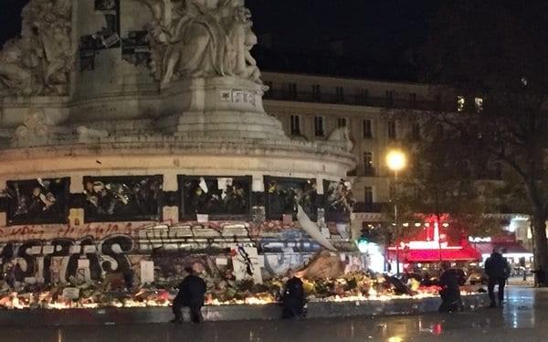 """Paris """"đứng tim"""" vì vụ nổ pháo báo động khủng bố giả"""