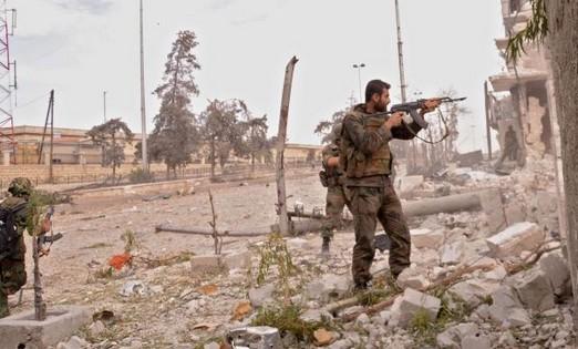 Binh sĩ Syria bắn tung kho đạn và trạm kiểm soát IS