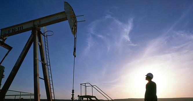 Giá dầu xuyên mốc 40USD/thùng khi nguồn cung mấp mé mức kỷ lục tại Mỹ