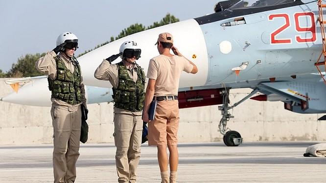 Máy bay chiến đấu của Nga chuẩn bị xuất kích ở căn cứ Hmeymin, Syria