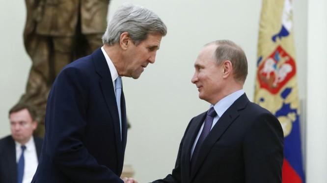 """Putin buộc Mỹ chùn bước với """"thông điệp hạt nhân"""""""