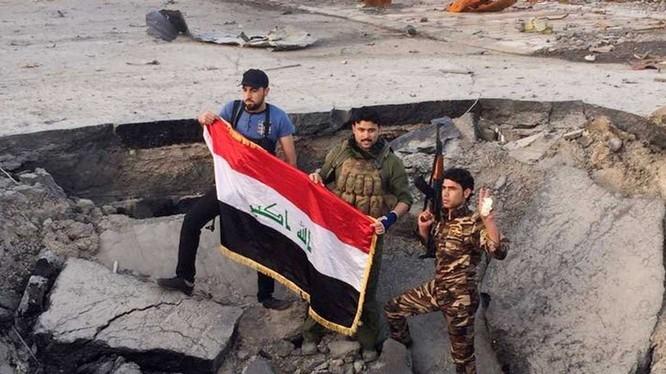 Chùm video chiến sự: Chiến đấu cơ Mỹ tấn công IS, trực thăng Iraq diệt hỏa lực khủng bố