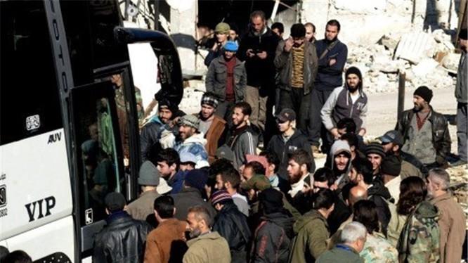Cuộc di tản chiến binh và dân thường lớn ở Syria