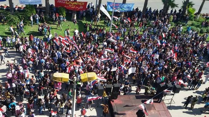 Người dân biểu tình ủng hộ chính quyền Assad và Nga