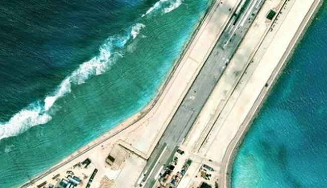 Clip phẫn nộ Trung Quốc sắp xây xong đường băng trái phép ở đảo Xu Bi, Vành Khăn
