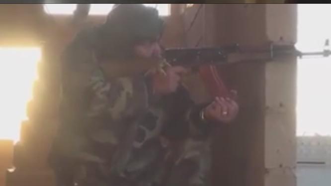 Video: Cận cảnh trận chiến dữ dội chống IS ở Deir Ezzor