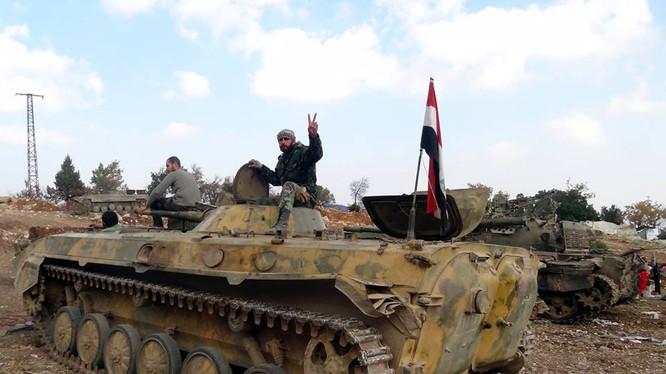 Video: Cận cảnh Diều hâu Sa mạc Syria truy quét các nhóm khủng bố