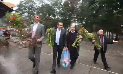 Các đại sứ châu Âu tại Hà Nội xuống phố mừng Tết Nguyên đán