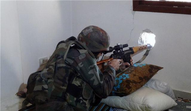 Video: Cú bắn tỉa kinh hoàng của sniper quân đội Syria