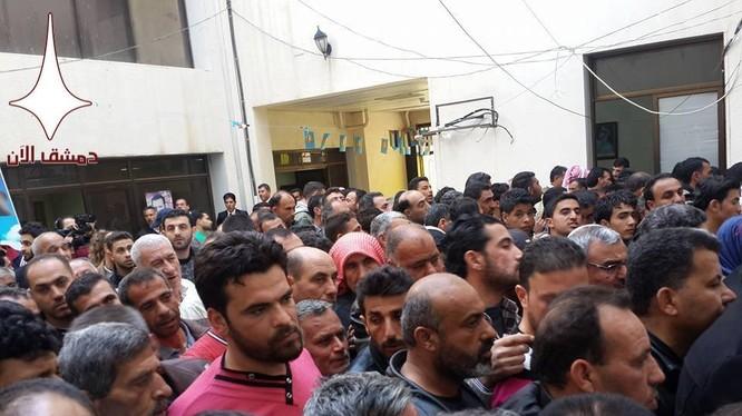 1200 người rời khỏi thị trấn của quân phiến loạn ở miền nam Syria