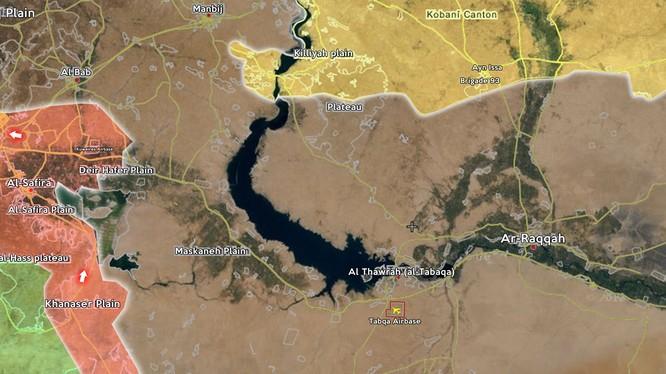 Quân đội Syria và lực lượng dân quân người Kurd đặt Raqqa vào tầm ngắm