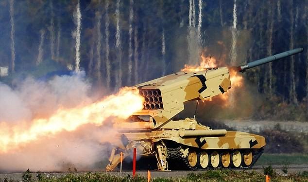 Video: Hỏa lực kinh hoàng của pháo binh Syria giáng xuống IS ở Palmyra