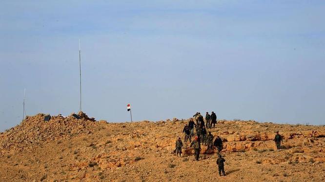 Quân đội Syria giành một đỉnh núi then chốt, tiến gần hơn đến Qaryatayn