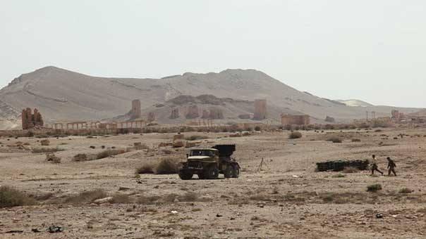 Quân đội Syria đánh sâu vào Palmyra, các tay súng IS chống cự điên cuồng
