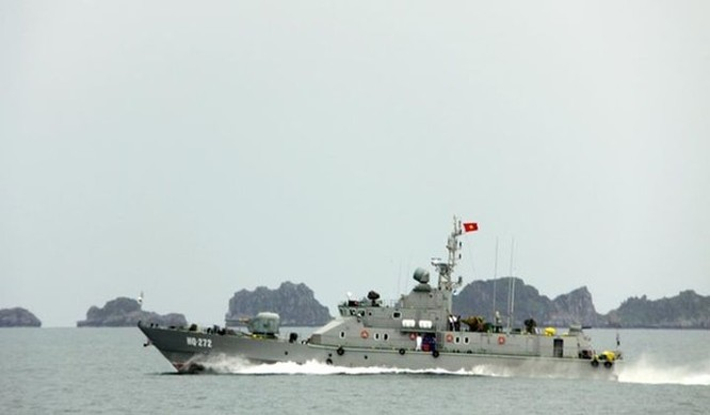 Hải quân Việt Nam với các 'võ sĩ giác đấu' trên biển