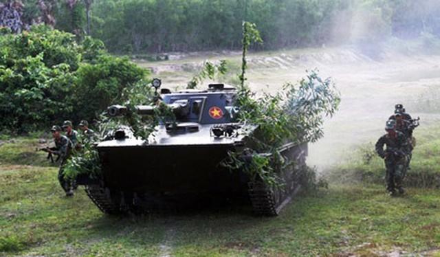 """Hải quân đánh bộ Việt Nam nên có """"xe tăng bơi"""" tự hành 2S25 trợ chiến"""