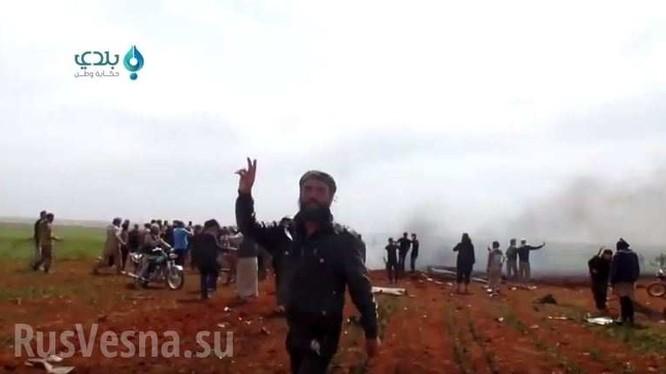 Video: Cận cảnh chiếc Su-22 bị bắn hạ và phi công Syria bị bắt