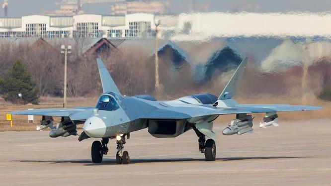 """Máy bay (số hiệu """"051"""") T-50-1 gắn mô hình tên lửa X-31 và RVV-MD. Zhukovsky. 08.04.2016 (с) Alexey"""