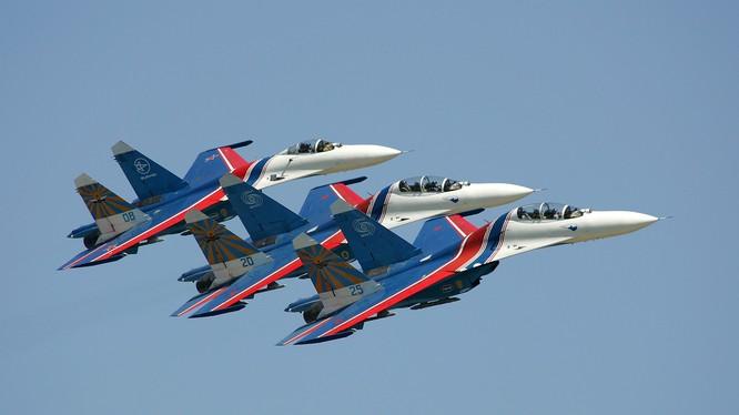 Mãn nhãn màn trình diễn siêu cơ động của các Hiệp sĩ Nga