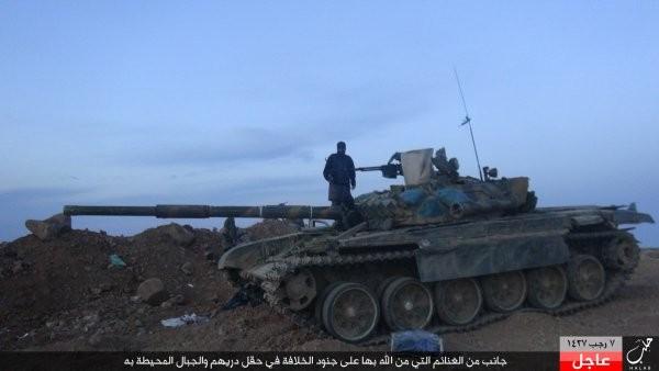 xe tăng T-72 do IS chiếm được