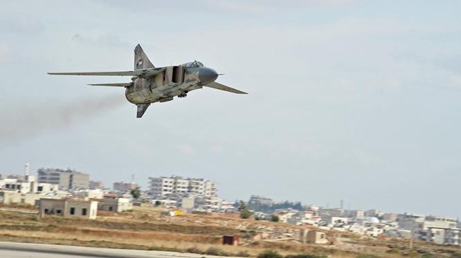 Không quân Syria liên tục không kích IS trên thành phố Deir Ezzor