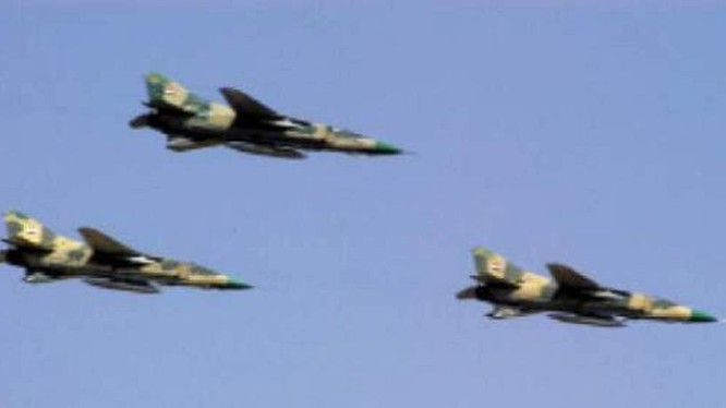 Không quân Syria tiêu diệt 5 xe bọc thép của IS trên sa mạc Palmyra