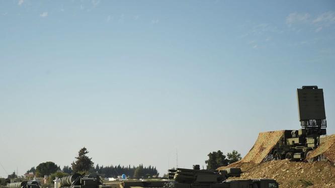 S-400 triển khai ở sân bay Hmeymin, Latakia, Syria