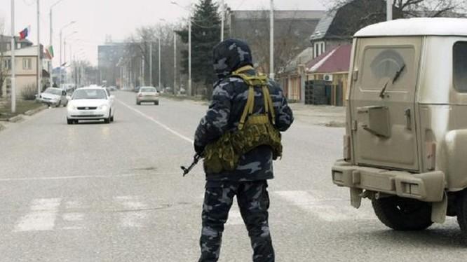Video: Kinh hoàng đánh bom tự sát ở Grozny, một cảnh sát thiệt mạng