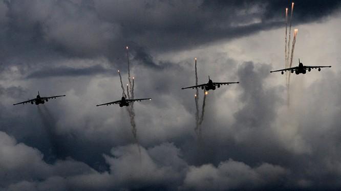 Không quân Nga - Syria dồn dập ném bom mở đường vào Khan Touman