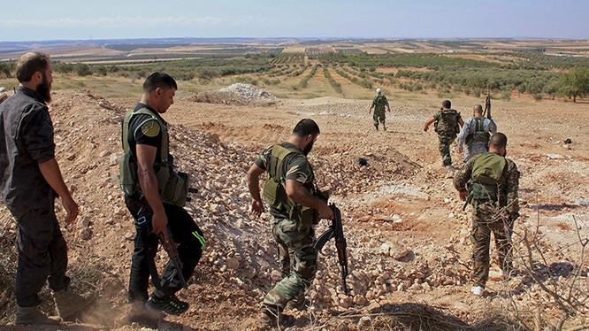 Các đơn vị thuộc sư đoàn tăng số 11 tấn công Al Qaeda ở Idlib, Hama