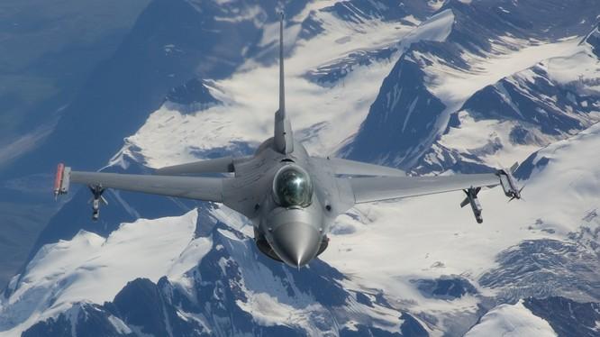 """Mỹ """"bật đèn xanh"""", Việt Nam có thể mua F-16 Mỹ thay thế MiG -21?"""