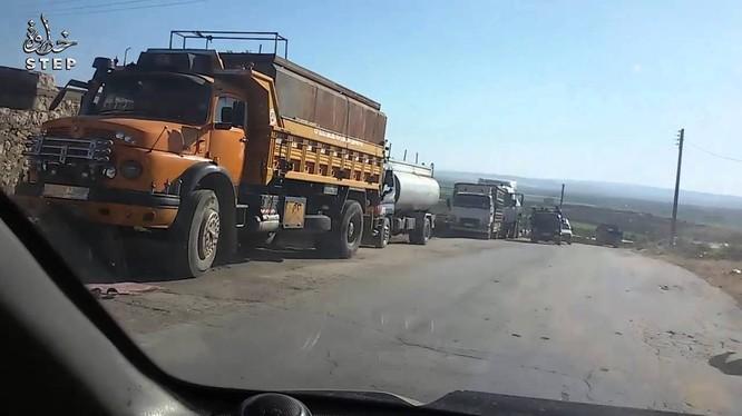 Không quân Nga – Syria thiêu đốt hàng chục xe chở dầu của lực lượng Hồi giáo cực đoan
