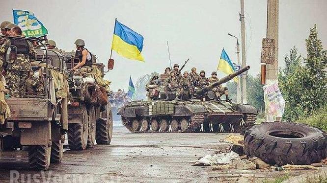 Lực lượng quân sự Kiev tăng cường binh lực ở Lugask