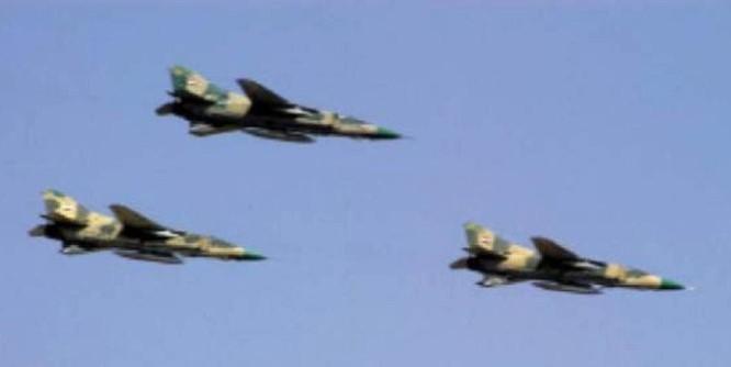 Không quân Syria ném bom Deir Ezzor, phá hủy 5 xe thiết giáp