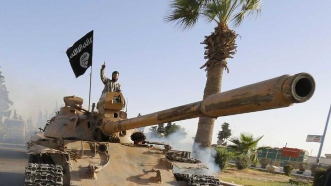 Xe tăng T-55 do IS đánh chiếm được