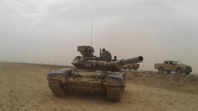 Xe tăng T-90 quân đội Syria ở Raqqa
