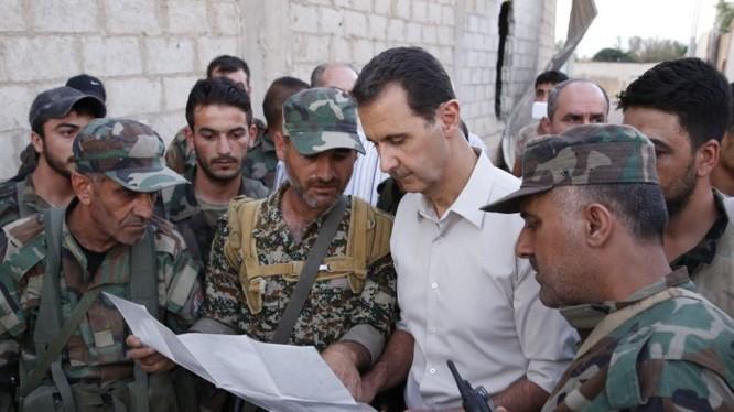 Tổng thống Syria Al-Assad xem sơ đồ trận tuyến Đông Ghouta