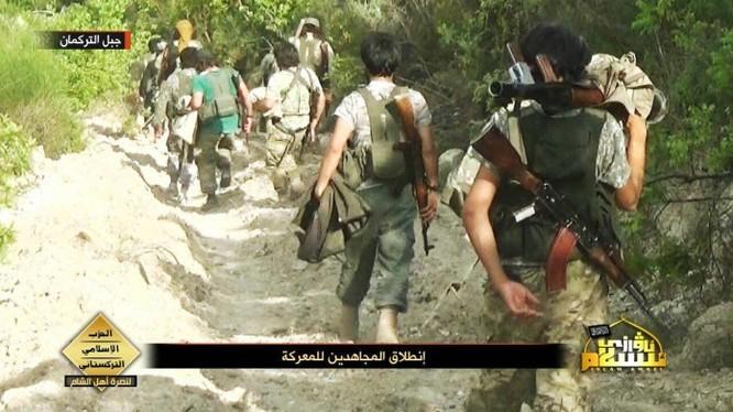 Các chiến binh Turmnen tiến vào Latakia từ Thổ Nhĩ Kỳ