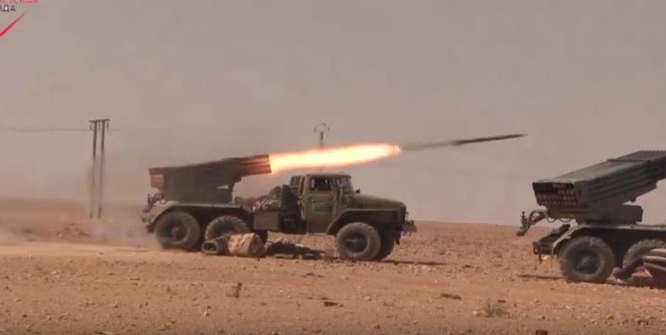 Hỏa lực pháo phản lực Grad của quân đội Syria trên chiến trường Palmyra
