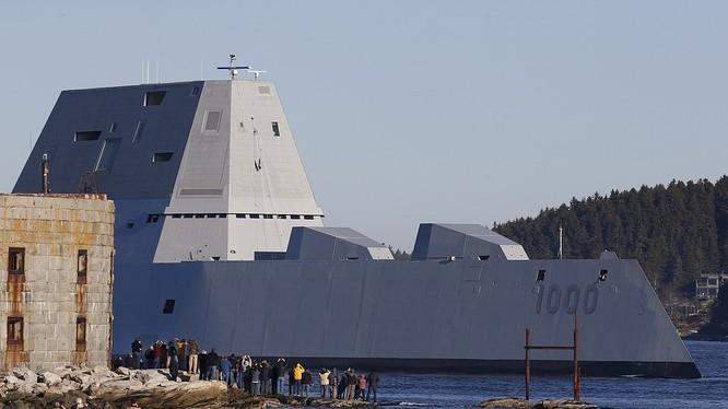 Siêu khu trục hạm Zumwait trị giá 4 tỷ USD của Mỹ được nhận định cũng sẽ sớm được triển khai tới châu Á-Thái Bình Dương