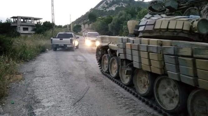 Xe tăng của lực lượng Vệ binh Cộng hòa trên đường về Latakia