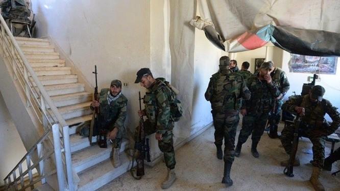 Các binh sĩ quân đội Syria trên chiến trường Aleppo