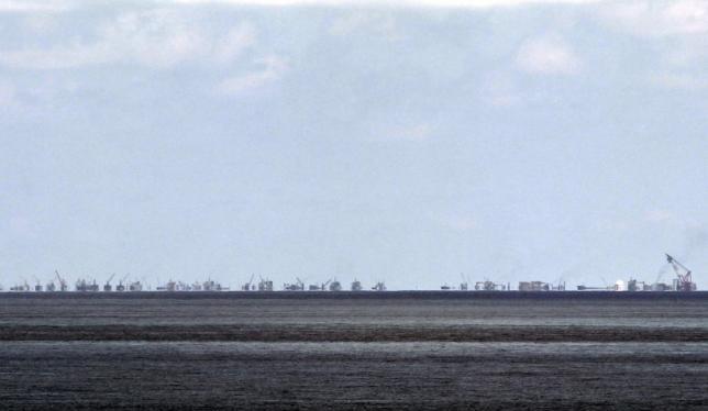 Công trường bồi đắp đảo nhân tạo khổng lồ của Trung Quốc trên Biển Đông