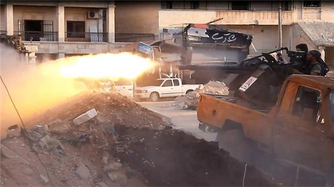 Chiến binh Hồi giáo cực đoan chiến đấu trên đường phố Aleppo
