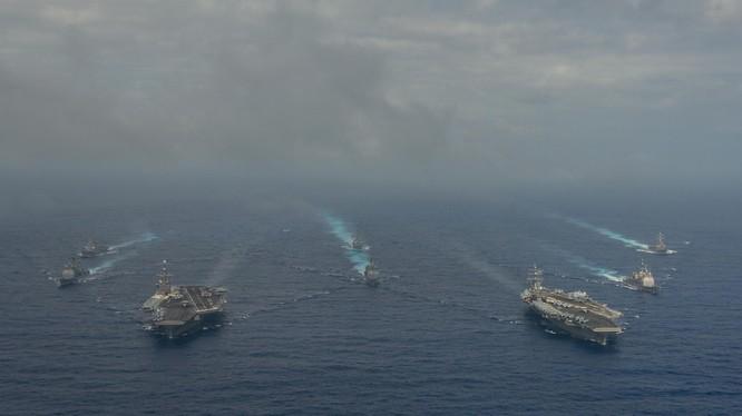 Hai tàu sân bay Mỹ hoạt động trên Biển Đông