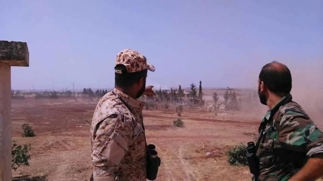 Các sĩ quan Syria trên chiến trường khu trang trại miền Nam Al-Mallah