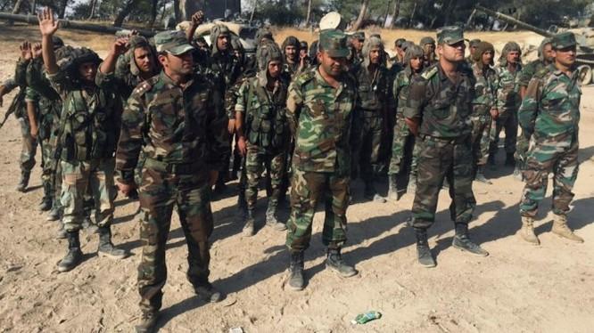Binh sĩ Quân đội Syria chuẩn bị tấn công trên vùng nông thôn tỉnh Homs
